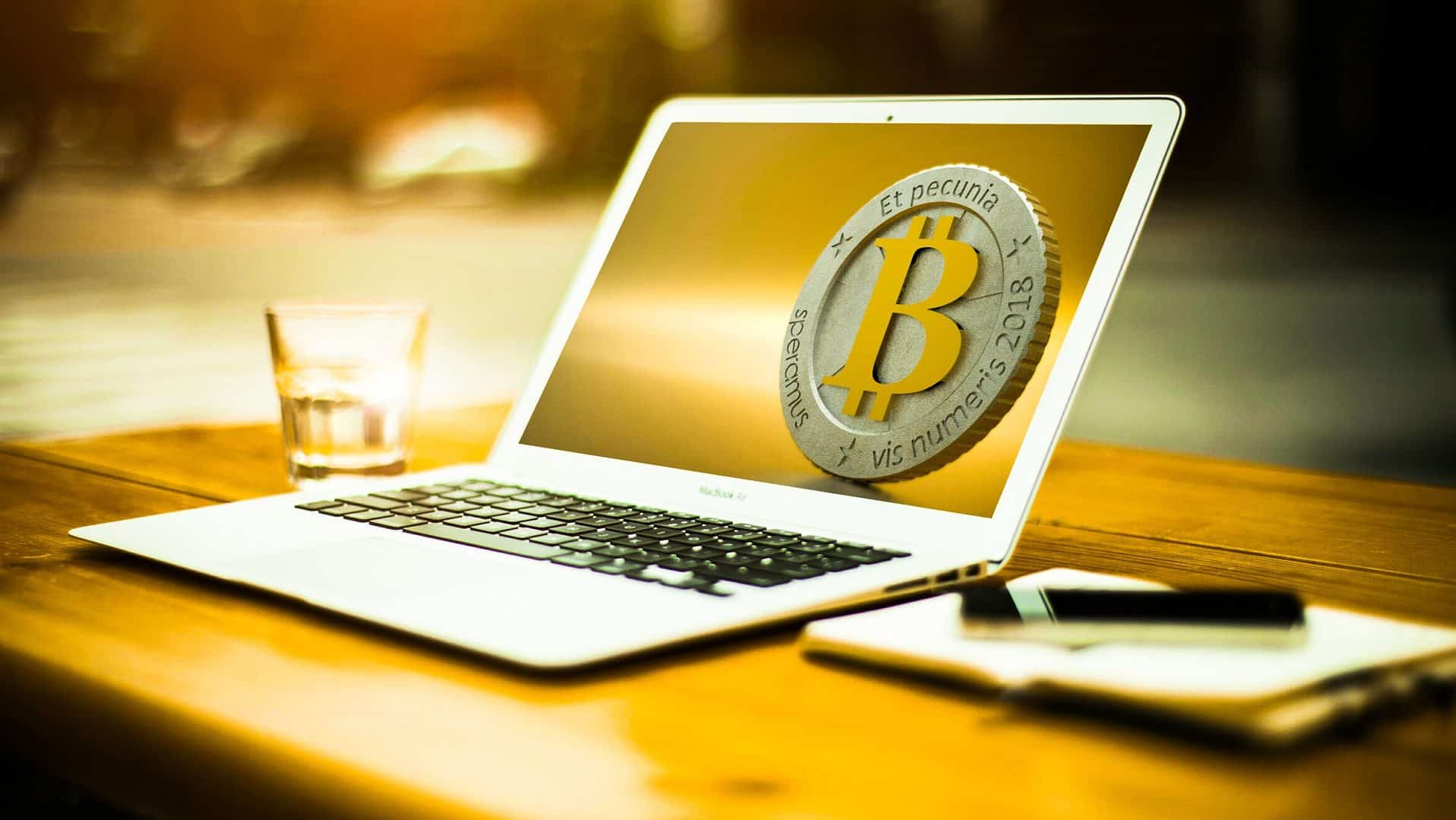 What are the advantages of investing in bitcoin?
